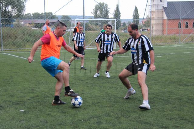 """Campionatul Judeţean de minifotbal pentru old-boys """"Ambro"""" a intrat în vacanţă"""