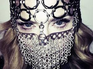 Madonna stârneşte din nou controverse