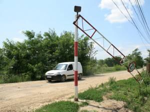 Limitatorul de înălţime a fost pus la pământ, iar maşinile de mare tonaj au reînceput să circule prin zonă