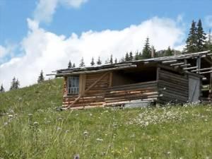 La Cârlibaba, Oliver Stan îşi construise o casă din lemn