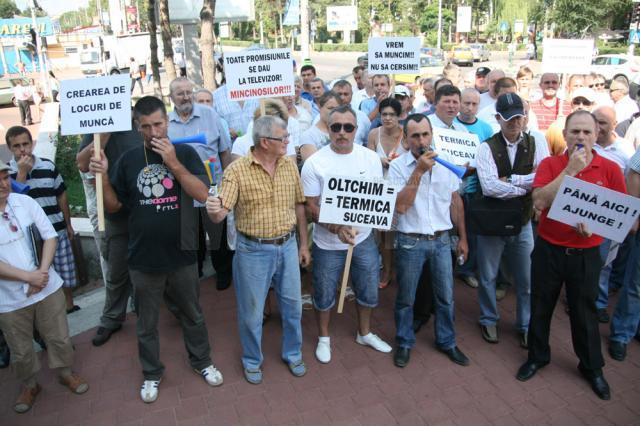 Protest zgomotos în faţa Primăriei Suceava
