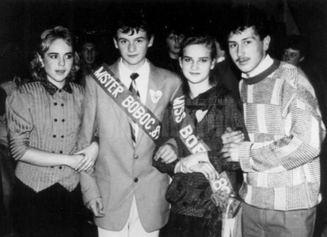Miss şi Mister Boboc 1989 - Liceul Dragoş Vodă, împreună cu Miss şi Mister Boboc 1986