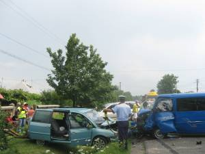 Microbuzul s-a izbit violent în autoturismul Citroen C8