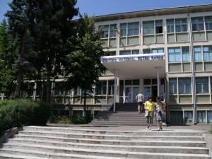 """În mod paradoxal, în fruntea clasamentului se află un liceu, respectiv Colegiul Naţional """"Petru Rareş"""" Suceava"""