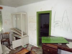 Casa laborator din rezervaţie, vandalizată de persoane necunoscute