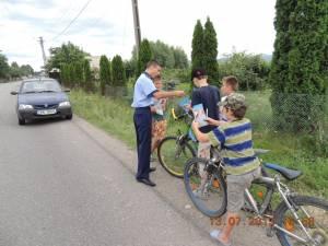 Minorii biciclişti au nevoie de o minimă instruire privind regulile de circulaţie pe un drum public