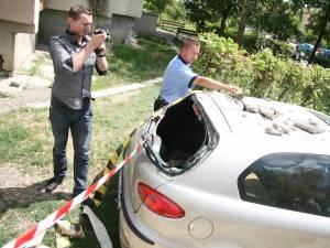 tencuială căzută pe cupola unei maşini