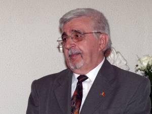 Profesorul Neculai Sturzu, cetăţean de onoare al municipiului Fălticeni
