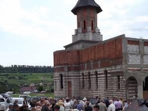 Sute de credincioşi, prezenţi la Hramul Bisericii din Dărmăneşti II