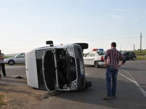 Patru pasageri din autoutilitară au acuzat leziuni în urma accidentului