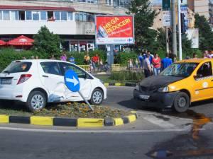 Cele două maşini implicate în primul eveniment rutier