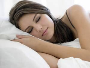 Sfaturi practice pentru a avea un somn odihnitor în nopţile caniculare
