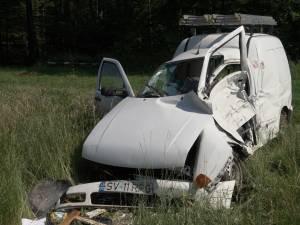 După impactul cu autocarul, autoturismul VW Caddy a fost proiectat în afara carosabilului