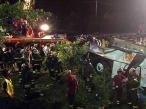Cel puţin 39 de morţi într-un accident rutier produs în Italia