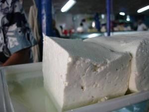 Un stafilococ prezent în caşul de oaie ar putea fi sursa îmbolnăvirilor. Foto: bacau.net