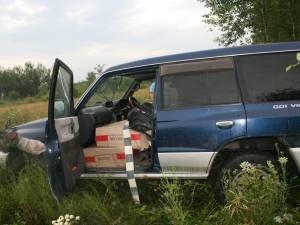 Autoturismul de teren a fost indisponibilizat, iar ţigările, confiscate