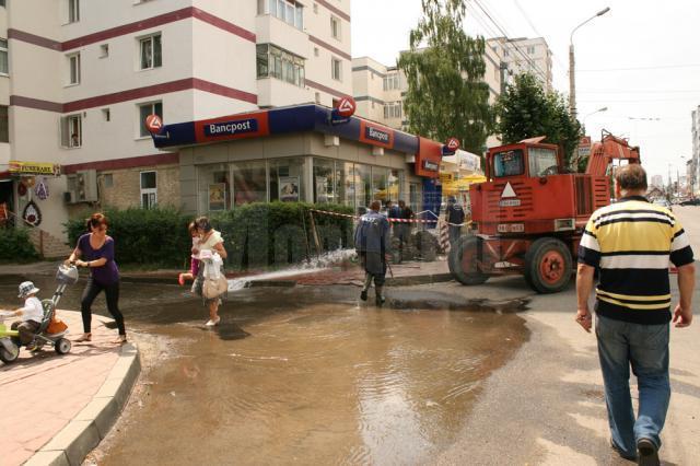 Străzi din George Enescu au fost inundate de un hidrant defect