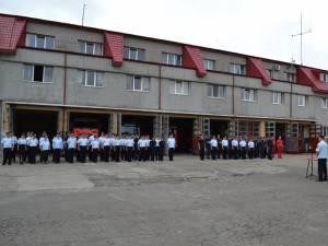 O sută de pompieri din judeţ au fost avansaţi în grad la termen