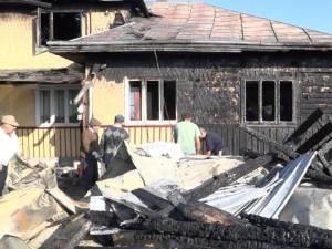 Gospodăria distrusă de flăcări