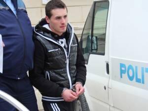 Alexandru Iordache este acuzat că a băgat în spital doi tineri, după ce i-a lovit cu un scaun metalic de bar