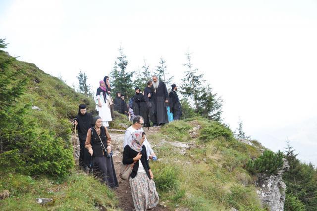 Aproape o mie de pelerini au trăit sărbătoarea Schimbării la Faţă la Mănăstirea Ceahlău
