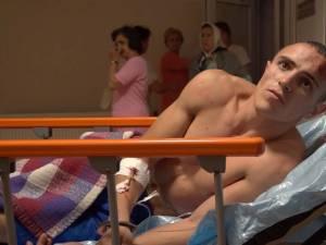 """Internat la Ortopedie, Andrei Alexandru Juravle (25 de ani) este păzit în permanenţă în spital, având """"coleg de pat"""" un poliţist"""