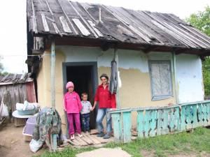 Bordeiul dărăpănat, care în loc de ferestre avea nailoane prinse în pioneze, va deveni amintire pentru cei trei şcolari