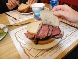De ce trebuie evitate pâinea albă, mezelurile şi băuturile energizante