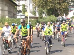 Preţ de câteva zeci de minute, câteva artere ale oraşului au aparţinut bicicliştilor