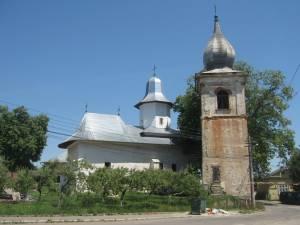 Biserica armenească Sfântul Simion se impune în fizionomia orașului prin accente verticale originale. Foto: Cezar SUCEVEANU