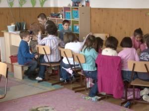 Oficialii din minister recunosc că învăţământul de tip simultan scade calitatea demersului educaţional