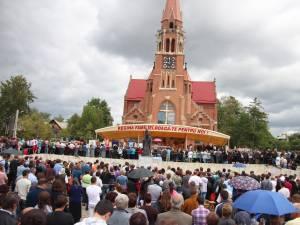 Pe 15 august catolicii vin să se roage la Basilica Minor de la Cacica
