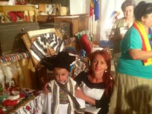 Senatoarea Vasilica Steliana Miron s-a declarat încântată de costumele populare din zona Ciocăneşti