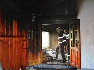 Incendiu la prăznicarul bisericii din Stamate