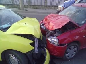 Impactul dintre cele doua maşini a fost violent