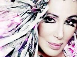 Cher revine în topurile muzicale după o pauză de 12 ani