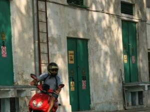Mopediştii care vor permis trebuie sa dea examenul teoretic, la sală, şi o probă de poligon