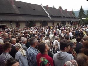 Mii de credincioşi veniţi din toate colţurile ţării au participat la resfinţirea Mănăstirii Moldoviţa