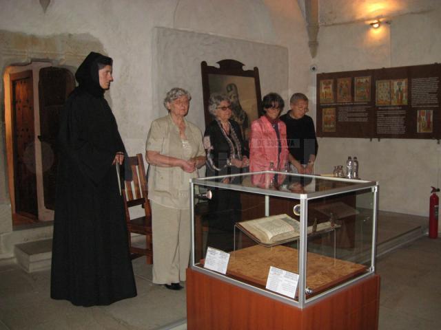 Lansare de carte şi expoziţie de miniaturi şi icoane