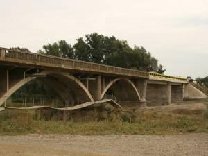 Podul de la Roşcani-Liteni, funcţional după trei ani de la inundaţiile care l-au distrus