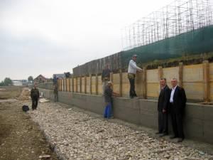 După suplimentarea numărului de oameni, ampla lucrare de apărare împotriva inundaţiilor ar urma să fie finalizată pe 15 noiembrie a.c.
