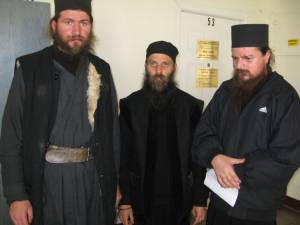 """Trei dintre cei patru călugări agresaţi la Schitul Sf. """"12 Apostoli"""""""
