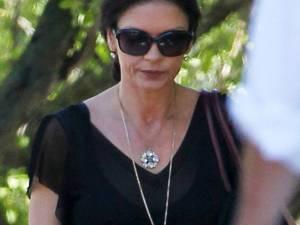 Catherine Zeta-Jones, vizibil afectată de separarea de Michael Douglas