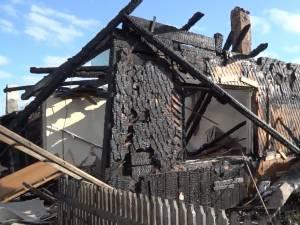 Explozia, urmată de incendiu, s-a produs în plină noapte
