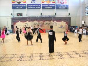 Regal de dans la sala Liceului cu Program Sportiv Suceava