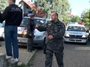 Zeci de poliţişti au fost mobilizaţi sâmbătă la Vicovu de Sus