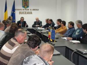 La sediul IPJ Suceava, sub conducerea prefectului judeţului  şi a reprezentanţilor poliţiei şi jandarmeriei, a avut loc  o întâlnire cu reprezentanţii a 23 de firme de pază