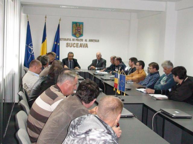 Întâlnirea a fost condusă de prefectul Sucevei, Florin Sinescu, alături de reprezentanţi ai poliţiei, jandarmeriei şi Inspectoratului Şcolar Judeţean (IŞJ) Suceava