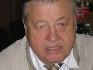 Organizatorul manifestării ştiinţifice, dentistul Ioan Costea, a denunţat lipsa de respect faţă de invitaţii săi