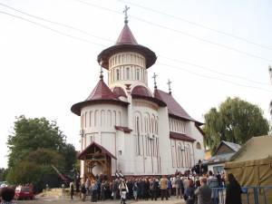 Sfinţirea Bisericii militare din Suceava, în prezenţa a sute de credincioşi
